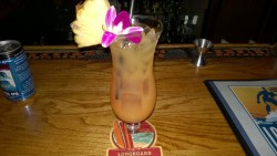 maui hawaii drinking an island sunset at lāhainā pizza company