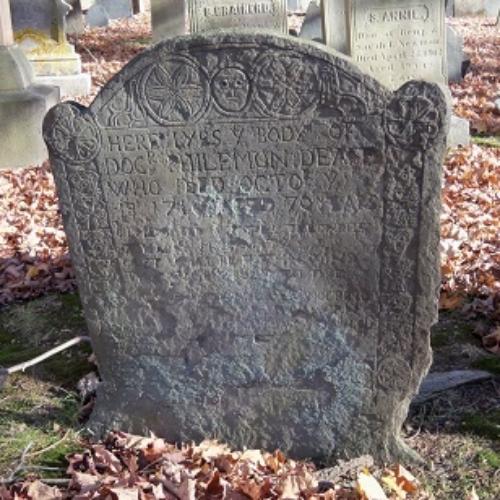 gravestone of dr. philemon dean sr. who died in 1716 in ipswich ma